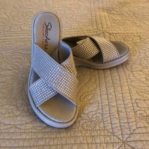 Sketchers Taupe Memory Foam Sandals, Size 6